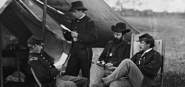Civil-War-soldiers-reading-letter-from-home-631